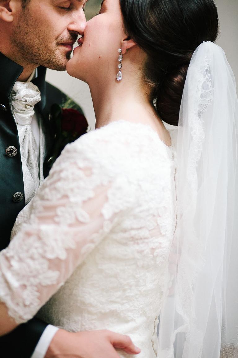 coppia bacio brunico