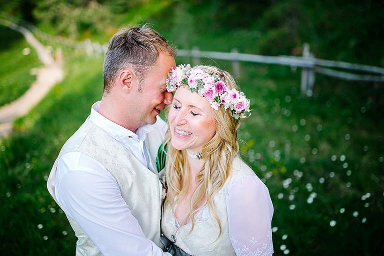 sposi nozze matrimonio in montagna rifugio delle odle geisleralm
